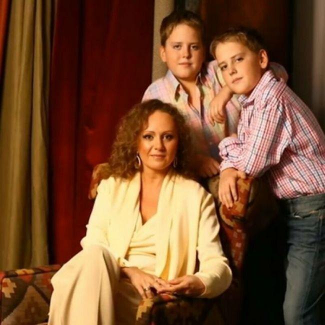 Людмила Татарова с сыновьями