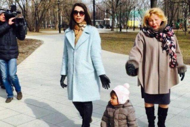 Е.Г. Драпеко с дочерью и внучкой