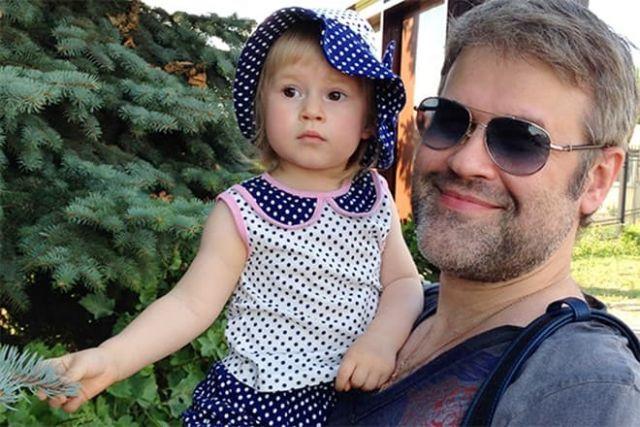 Эдуард Изместьев с дочкой