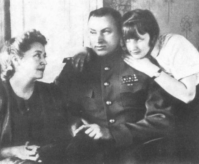 Рокоссовский с женой и дочерью Ариадной
