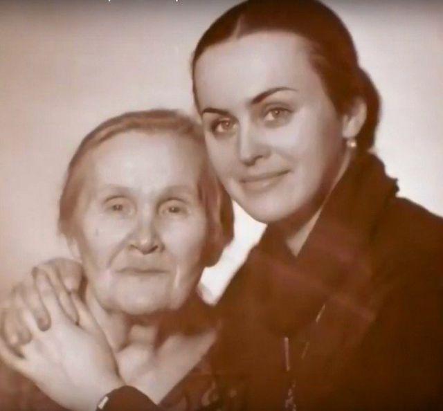 Алла Данько с бабушкой