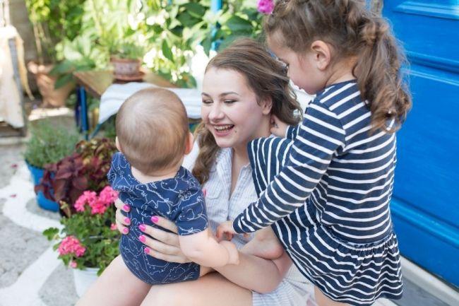 У Александры подрастают две дочери