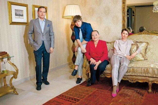 Данила Перов с семьей