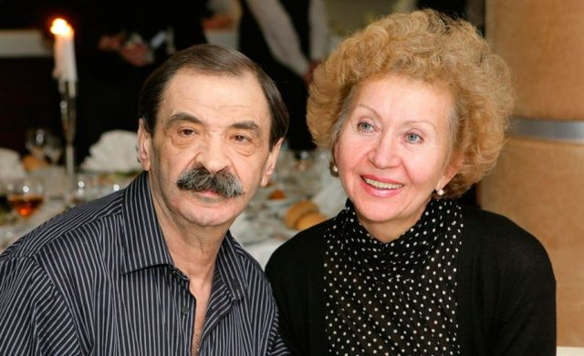 Илья Олейников с женой