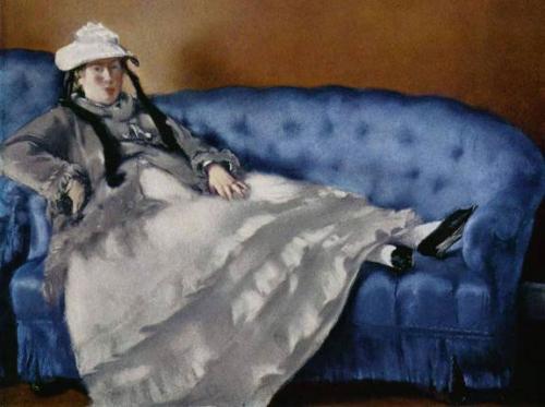 Мадам Мане на синей софе