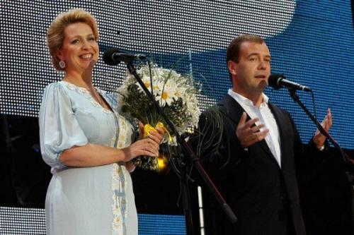 Биография светланы медведевой супруги дмитрия медведева thumbnail
