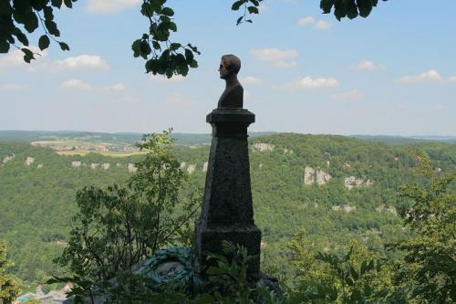 Памятник Вильгельму Гауфу