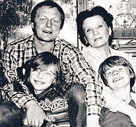 Краткая биография владислава галкина фото с семьей дмитрия дюжева